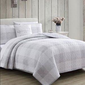 Brand New Queen comforter set